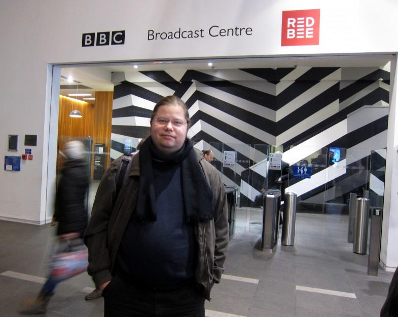 Maailman ensimmäistä ja kokeneinta yleisradioyhtiötä katsomassa Lontoossa 5. joulukuuta 2013.